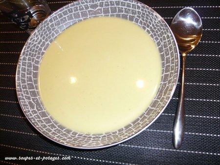 Soupe aux choux au gingembre et lait de coco